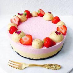 Her er min opskrift på en sød, let og fin cheesecake med jordbær creamcheese & Butter Chicken, Cheddar, Macarons, Panna Cotta, Bbq, Ethnic Recipes, Desserts, Food, Birthday Cakes