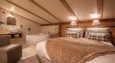 Nos Suites Mont-Blanc, une chambre cozy avec une magnifique vue sur la vallée et let #MontBlanc #ski #montagne #alpes #hotel #4stars #chamonix #luxe Hôtel Les Grands Montets