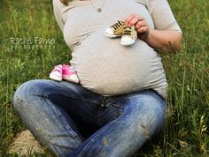 Twin maternity pose, if it were to ever happen Pregnancy Pictures, Maternity Pictures, Baby Pictures, Baby Photos, Maternity Poses, Maternity Photography, Photography Ideas, Twin Newborn, Newborn Photos