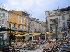 Arles-PlaceDuForum - Arles – Wikipédia, a enciclopédia livre