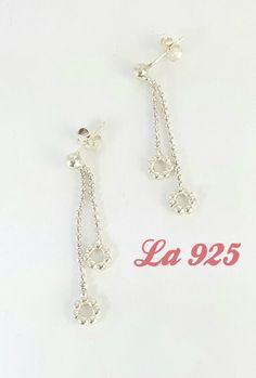$180.00  Bellos aretes con 2 donitas Donitas con bolitas Plata ley 925 4 cm de largo Pieza única