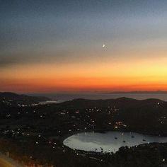 And the night has fallen at Kea-Tzia island (Κέα - Τζιά) 🌙. A Magical moment at Otzia village . Enjoy it ! Cyclades Islands, Paros, Enjoy It, Greek Islands, Photos Du, Mykonos, Greece, Outdoors, In This Moment
