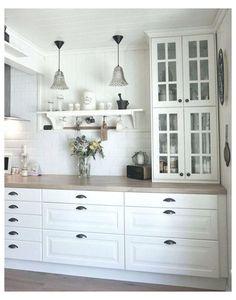 Ikea Bodbyn Kitchen, White Ikea Kitchen, Ikea Kitchen Cabinets, Country Kitchen, Kitchen Room Design, Home Decor Kitchen, Kitchen Interior, Home Kitchens, Ikea Kitchens