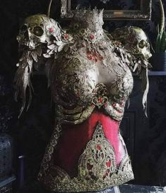 """catchymemes: """"Glorious armor by Hysteria Machine """" ::cries in fantasy:: Fantasy Dress, Fantasy Armor, Female Armor, Halloween Disfraces, Character Outfits, Costume Design, Dress Up, Style Inspiration, Fashion Design"""