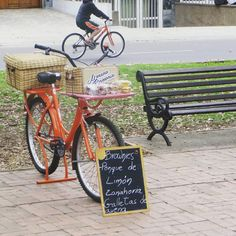Encuentra a Anacleta la bicicleta de la #brownieriamorenobrownie #brownieriaambulante #browniescontoppings #streetart #bogota #brownieriaambulante #foodbike #Brownies #bogotá #baking #happyme #lovefood #mood #morning #colombia #café