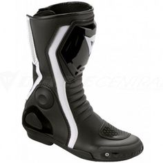 The motorcycle enters the curve with precision and is thrust through by the engine with the thrill of speed until the next hard braking at the last possible moment. Designed for the more sporting lady riders, the Avant Race Lady boot is distinguished by its racing style that maintains a feminine look.