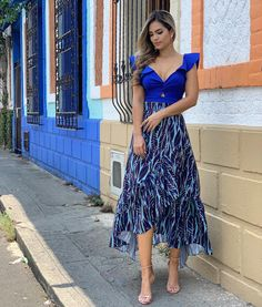 La imagen puede contener: 1 persona, de pie, calzado y exterior Havana Nights Dress, Bridesmaid Shoes, Short Dresses, Formal Dresses, Dress Codes, Pretty Dresses, Designer Dresses, Party Dress, Glamour