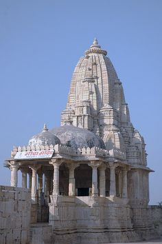 Meera's Temple to Krishna at Chittorgarh Fort, Rajasthan, INDIA. Indian Temple Architecture, India Architecture, Religious Architecture, Ancient Architecture, Beautiful Architecture, Temple India, Hindu Temple, Chittorgarh Fort, Amazing India