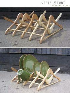 Suporte para secar louça feito com cabide