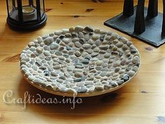 For this project you need: – plate, tray or plate of your choice – pebble … - diy garden decor dollar stores Tile Crafts, Mosaic Crafts, Decor Crafts, Mosaic Diy, Mosaic Tiles, Mosaics, Tile Projects, Fair Projects, Diy Store