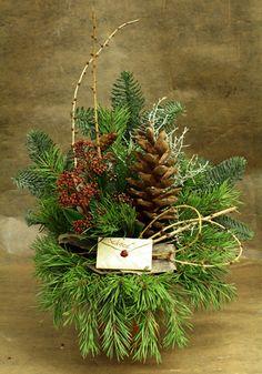 Christmas Floral Arrangements, Christmas Centerpieces, Flower Arrangements, Christmas Decorations, Grave Flowers, Church Flowers, Advent, Sympathy Flowers, Christmas Inspiration
