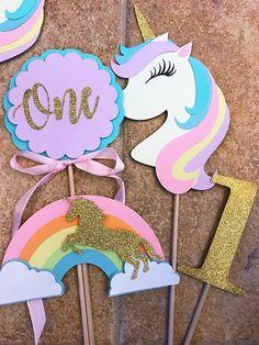 Centro de mesa unicornio Colorful Birthday Party, Unicorn Themed Birthday Party, Birthday Diy, First Birthday Parties, Birthday Party Themes, First Birthdays, Unicorn Centerpiece, Girl Birthday Decorations, Unicorn Crafts