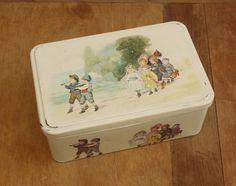 Ancienne Boite à Biscuits en tôle Illustrée par des scènes d'enfants . Vintage French Tin Box Painted Children wedding. MASSILLY 50's de la boutique LaMachineaBrocantes sur Etsy