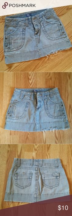 Lilu demin mini skirt Lilu size 1 faded light demin mini skirt with large front pockets. Distressed style with fraying. Excellent preowned condition, no flaws. Pair with a tank or hippie blouse for a boho beachy look :) Questions, offers & bundle deals welcome! Lilu Skirts Mini