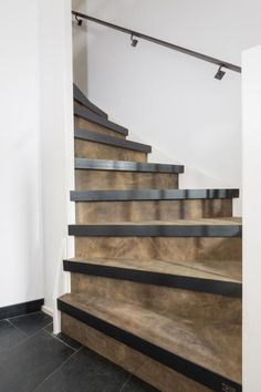 Trap Trap d pregnancy injection - Pregnancy Basement Stairs, House Stairs, Walkout Basement, Stair Slide, Rustic Staircase, Cosy Home, Steel Stairs, Stair Makeover, Wooden Stairs