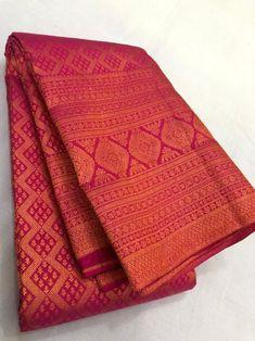 Kanjivaram Sarees Silk, Indian Silk Sarees, Kanchipuram Saree, Soft Silk Sarees, Cotton Saree Designs, Wedding Saree Blouse Designs, Wedding Silk Saree, Bridal Sarees, Kerala Wedding Saree