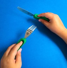 Our ergonomically designed cutlery teaches children how to use a knife and fork independently and guides them to a confident grip. Available on Indiegogo. bit.ly/childrenscutlery #nanasmanners #childrens #cutlery #confident #independent #learning #parenting #crowdfunding #indiegogo