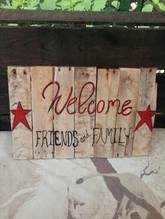 Pallet wall art. Front door sign