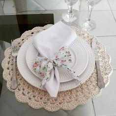 Lindo Souplast em crochê, para você usar na sua mesa de jantar e deixa-la ainda mais bonita e sofisticada nas suas refeições, eles darão um toque especial a decoração da sua mesa. É muito prazeroso arrumar uma mesa, seja no dia a dia ou para receber visitas. Este souplast é feito em barbante nume...