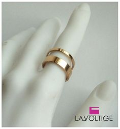 Anillo Doble chapado en Oro 'Freedom' via LAVOLTIGE. Click on the image to see…