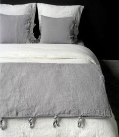 Bedding 10 Great Finds: Beautiful Linen Bedding 8 Simple Steps to Making the Perfect Bed 3 Ways to Create a Beautiful and Comfortable Bed 22 Beautiful Bedroom Home Bedroom, Master Bedroom, Bedroom Decor, Summer Bedroom, Casa Loft, Cool Beds, My New Room, Beautiful Bedrooms, Linen Bedding