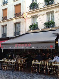 Le Petit Cler in Paris, Île-de-France - lunch near Eiffel Tower Paris Itinerary, Bistros, Paris Restaurants, French Food, Cafe Restaurant, French Connection, Tower, Europe, Lunch