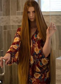 Long Hair Forum - find pictures, videos and links posted by long hair models and long hair enthusiasts Long Hair Drawing, Straight Hairstyles, Cool Hairstyles, Long Hair Models, Glossy Hair, Rapunzel Hair, Hair Shows, Very Long Hair, Silky Hair