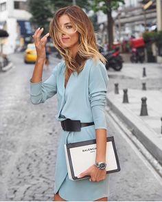 love this pale blue color blazer, Balenciaga black and white clutch bag, light blue blazer or dress, Mode Style, Style Me, Estilo Hippy, Looks Chic, Mode Inspiration, Fashion Inspiration, London Fashion, Street Fashion, Fashion Outfits