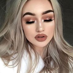 This beauty @megfeather is #goals! Love this sparkly glam paired with matte lips! So stunning! Upgrade your lash game for the New Year! New you, new lashes! Light-weight | Comfortable | Reusable 25x✔️ FREE SHIPPING ON ALL US ORDERS! SHOP: www.luxy-lash.com Clickthe link in our bio now!