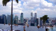 Infinity Pool - Marina Bay Sands - Check more at https://www.miles-around.de/hotel-reviews/marina-bay-sands/,  #Architektur #Bewertung #Casino #ChairmanSuite #Essen #Hotel #HotelReview #InfinityPool #Kooperation #Lounge #Luxus #ObservationDeck #Pool #Reisebericht #Singapur #SkyPark #Urlaub