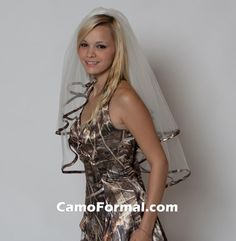 Love this simple camo wedding dress isn't too poofy or dramatic and the matching veil❤