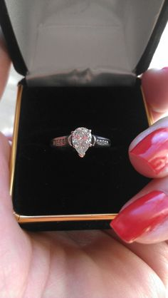 Gorgeous 14k Gold  0.75ct-0.80ct Center Pear Shaped  Diamond Engagement Ring