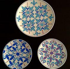 By Nuray Demirbaş & Esra Uysal 2015 Dot Art Painting, Pottery Painting, Ceramic Painting, Ceramic Vase, Ceramic Pottery, Pottery Art, Turkish Plates, Turkish Tiles, Plate Wall Decor