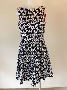 'Dorothy' Size 14 97% Cotton 3% Spandex Darted, fully contrasting lined bodice with gathered skirt