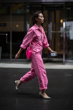 The 8 Pieces Every Street-Style Star Was Wearing At New York Fashion Week - Trend Rockiger Stil 2019 New York Fashion Week Street Style, Street Style Trends, Street Style Women, Street Fashion, Star Fashion, Fashion Outfits, Womens Fashion, Fashion Trends, Fashion 2018