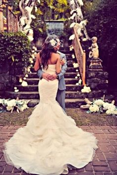 Beautiful fit n' flare wedding gown, mermaid wedding dress. I want a photo like this! Wedding Robe, Elegant Wedding Dress, Wedding Gowns, Backless Wedding, Perfect Wedding, Dream Wedding, Wedding Day, Paris Wedding, Spring Wedding