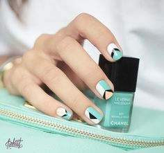 "Nail Art Pastel & Graphique pour été ""So chic"" ! http://www.brandalley.fr/Beaute/Categorie-55162-vernis-a-ongles"