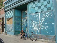 Nadine Faraj Oeuvre D'art, Les Oeuvres, Garage Doors, Urban, Outdoor Decor, Home Decor, Street Art, Decoration Home, Room Decor