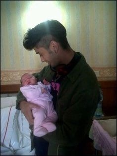Zayn with babies is the cutest thing that ever happens