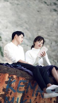 "Cpt Yoo Si Jin & Dr Kang Mo Yeon "" Descendants Of The Sun """