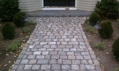 Big Dig cobbles laid on their sides with bluestone landing Garden Edging, Garden Paths, Paving Ideas, Walkway Ideas, Yard Ideas, Front Walkway, Front Porch, Cobblestone Driveway, Stone Farms