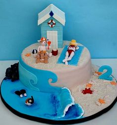 Love all of the details, but especially the wave curling over. Great use of the cake board. Beach Themed Cakes, Beach Cakes, Beach Hut Cake, Decors Pate A Sucre, Ocean Cakes, Decoration Patisserie, Nautical Cake, Summer Cakes, Novelty Cakes