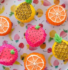 These may be the cutest summer cupcakes we have ever seen. Via Oh Joy / Fruity Cupcakes by Trophy Fruity Cupcakes, Cute Cupcakes, Cupcake Cookies, Cute Cupcake Ideas, Summer Themed Cupcakes, Cupcakes Design, Decorated Cupcakes, Oreo Dessert, Mini Desserts