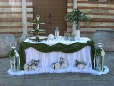 Baptism Decorations, Outside Decorations, Wedding Reception Decorations, Table Decorations, Tropical Wedding Centerpieces, Gold Wedding Colors, Photo Corners, Wedding Stage, Sweetheart Table