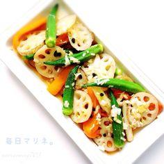 「油淋菜マリネ」 野菜(レンコン 中一節、オクラ10本、パプリカ 中1個、長ネギ 1本)をごま油 大1でソテー。 マリネ液: 醤油 大1 1/2 砂糖 大1 米酢 25cc ごま油 小1/2 水大1 塩、コショウ 適宜 生姜すりおろし 小1/2 長ネギみじん切り1/4本 に漬ける。