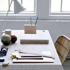 Mit der Hilfe von Bloomingville verwandelt sich dein Home-Office in deine Wohnfühloase. Wer würde hier nicht gut arbeiten können? Mehr auf roomido.com #roomido