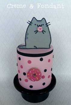 Pusheen the cat cake //// omgawddd i want this for my birthday....