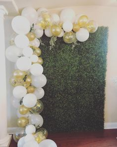 White gold ballon garland with grass backdrop. White gold ballon garland with grass backdrop. Party Wall Decorations, 50th Birthday Party Decorations, Engagement Party Decorations, Birthday Backdrop, Bridal Shower Decorations, Ballon Backdrop, Gold Backdrop, Balloon Arch, Baby Shower Ballons