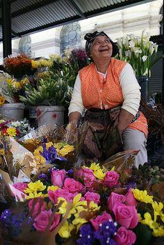 Flower lady on Adderley Street Riverside Market, South Afrika, Eternal Sunshine, African Flowers, Out Of Africa, Flower Market, Africa Travel, African Art, Cape Town