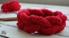 Vincha o diadema con trenza en relieve en 2 agujas / English subtitles - knittings headband Crochet Crafts, Knit Crochet, Knitting Videos, Bobbin Lace, Handicraft, Raspberry, Crochet Patterns, Youtube, Jersey Bebe